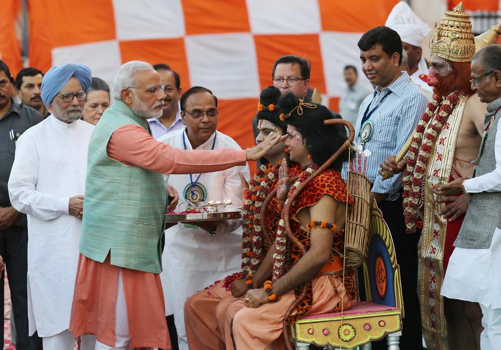 Photo du Premier ministre indien en plein rituel