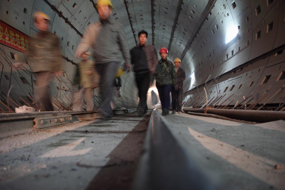 Photo des ouvriers dans le tunnel