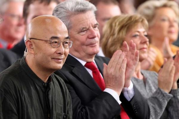 Photo de LIAO YIWU avec le PRESIDENT ALLEMAND