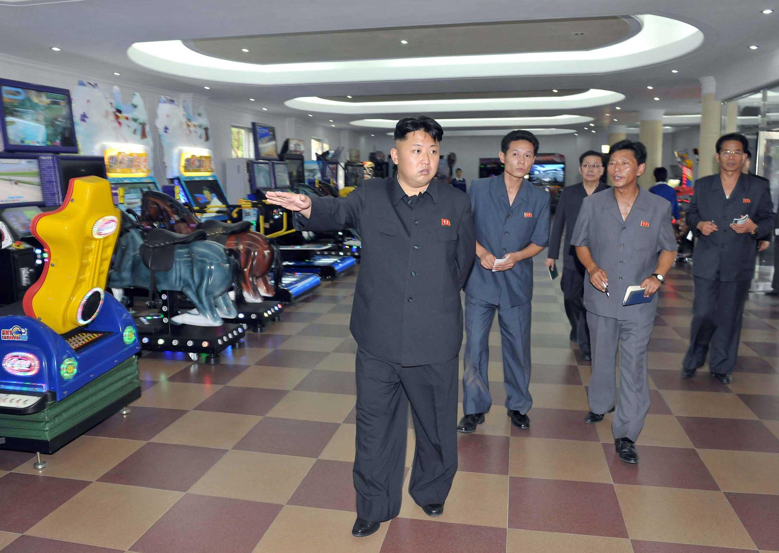 Photo de Kim Jong-un dans une salle de jeux vidéo