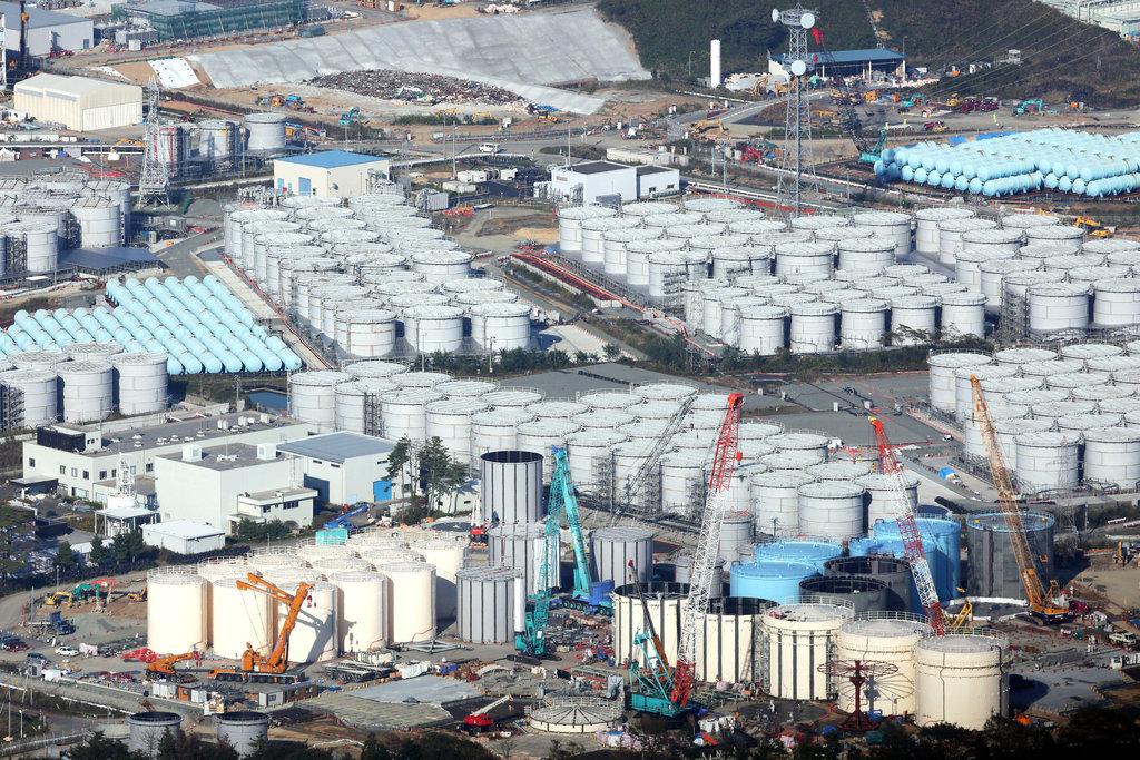 Photo des reservoirs de la centrale de Fukushima