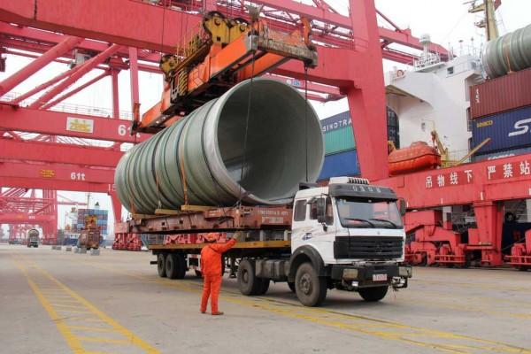 Photo d'un camion poids lourd dans un port en Chine