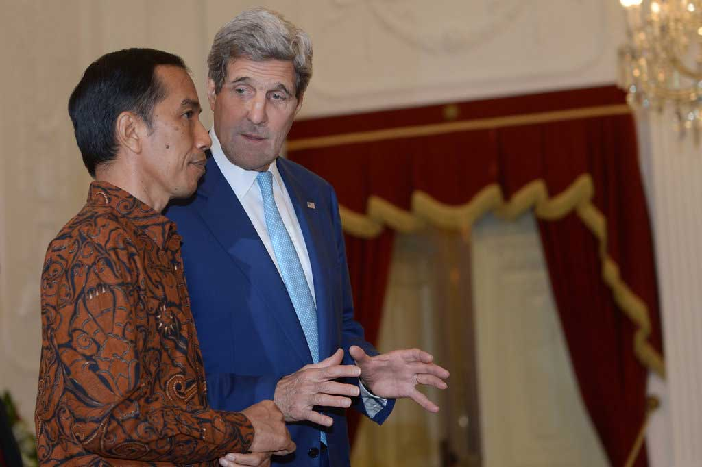 Photo de John Kerry et Joko Widodo