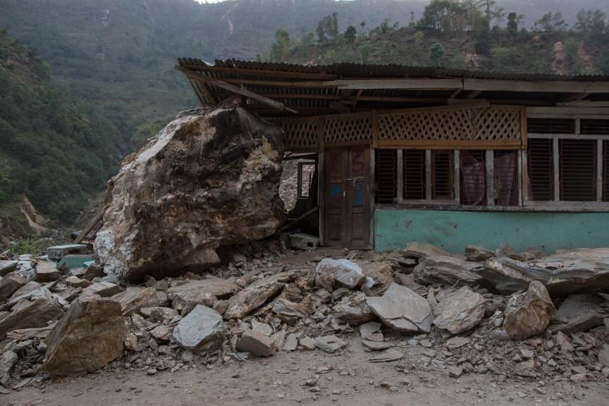 Une énorme pierre est venue s'abattre sur cette maison, non loin du village de Kodari.