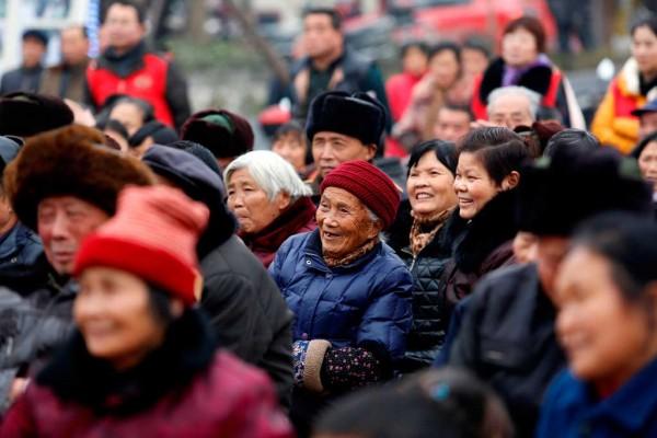 Photographie d'un rassemblement de personnes agées