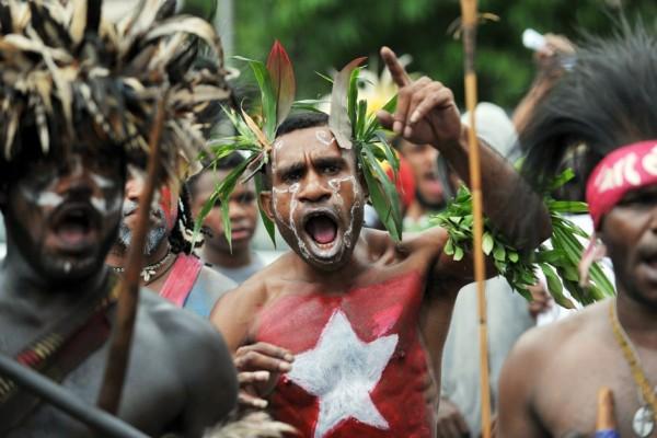 Photographie de manifestants papous.