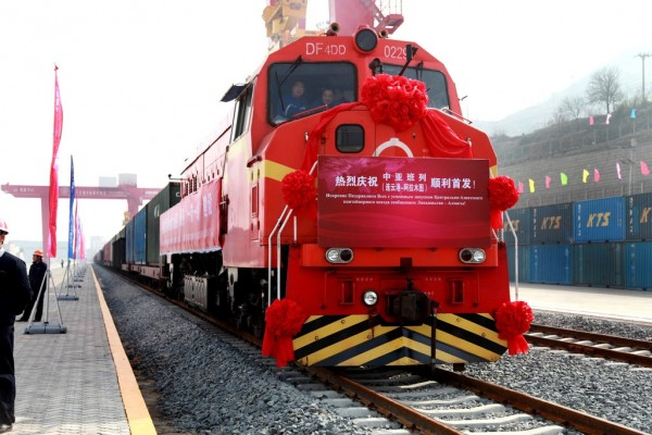 Photo du premier train reliant la Chine au Kazakhstan