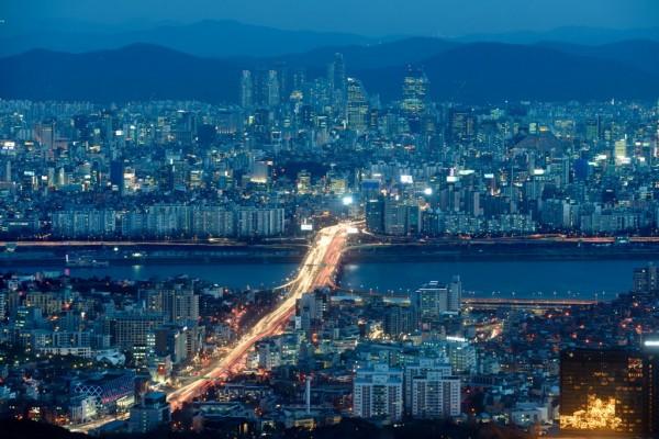 La skyline de Seoul le long de la rivière Han le 4 février 2014
