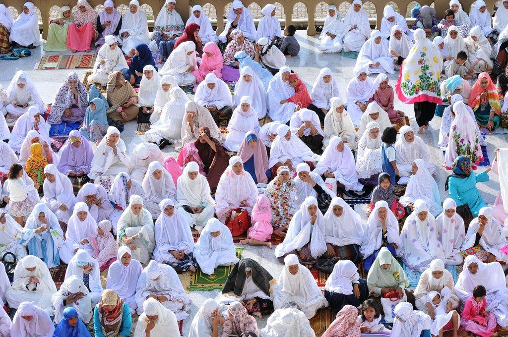 Des musulmans indonésiens sont rassemblés pour célèbrer la prière de l'Eid el-Fitr dans la province d'Aceh en juillet 2015