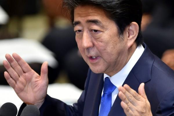 Le Premier ministre japonais Shinzo Abe à la tribune de la Diète lors d'un débat sur sa réforme militaire controversée le 16 juillet 2015