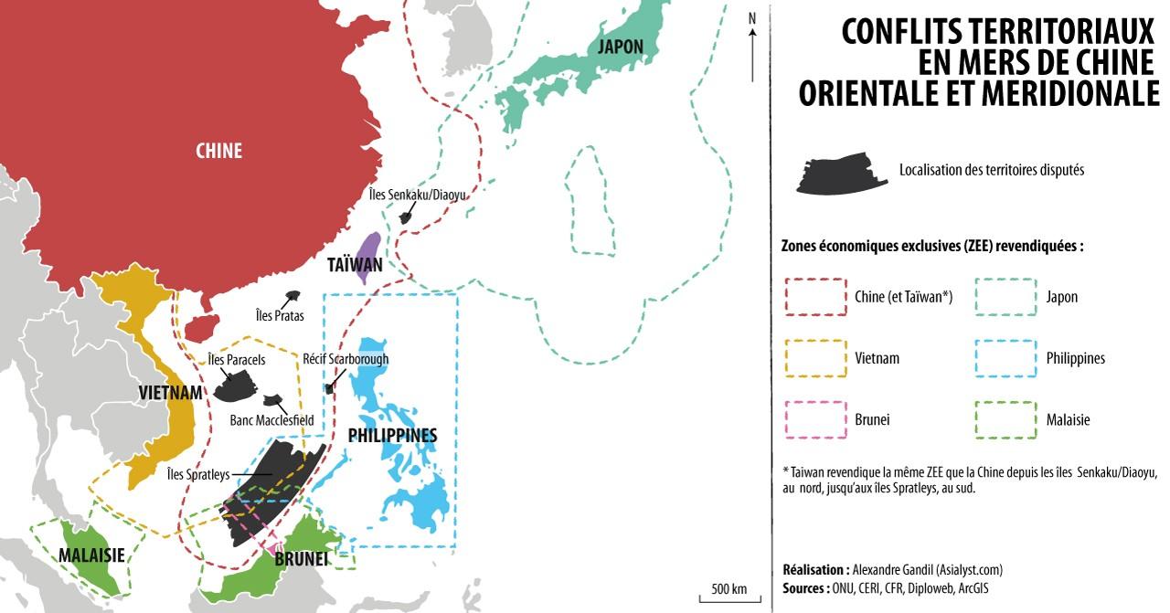 Carte : litiges territoriaux en mers de Chine (orientale et méridionale). Plusieurs territoires sont disputés entre Etats riverains : les îles Senkaku / Diaoyu, les îles Paracels, les îles Spratleys, les îles Pratas, le banc Macclesfield et le récif Scarborough. Réalisation : Alexandre Gandil.