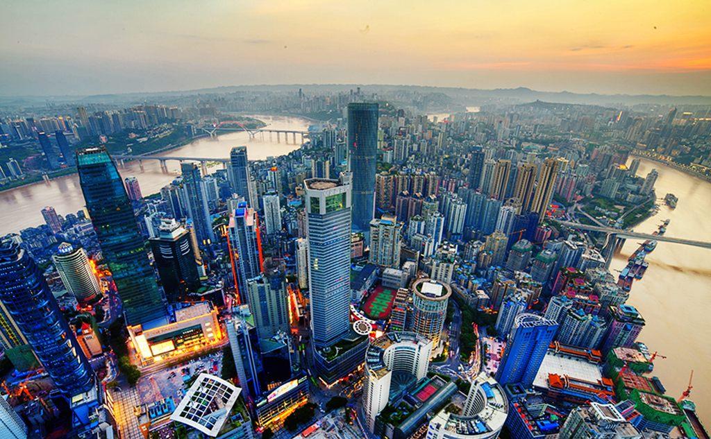 Vue aérienne des gratte-ciel de Chongqing en Chine, le 27 août 2013. (Crédit : Chang xu / ImagineChina / via AFP)