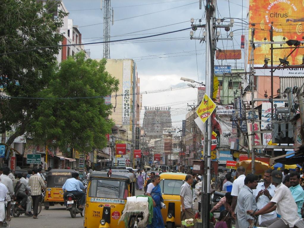 L'une des principales rues de Madurai reliant la station de bus au coeur de la ville, dans l'Etat du Tamil Nadu. (Copyright : Audrey Dugairajan)