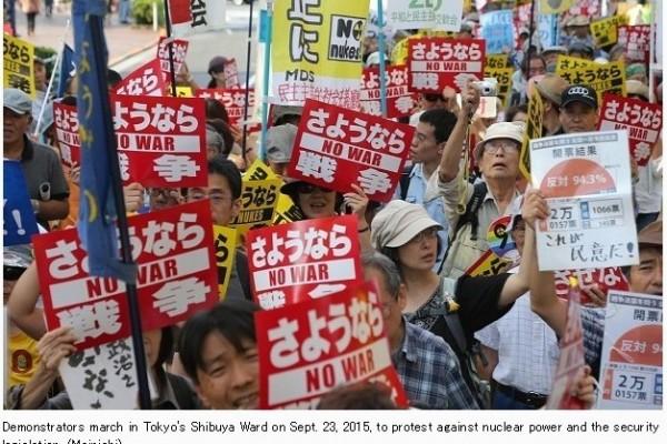 Nouvelle manifestation à Tokyo contre la réforme de la défense japonaise initiée par le Premier ministre Shinzo Abe. Copie d'écran du site The Mainichi, le 24 septembre 2015.
