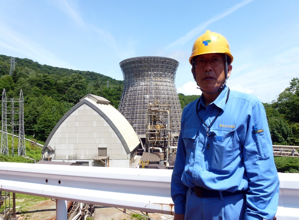 Kazuhiro Takase, directeur de la centrale géothermique de Matsukawa, la première construite par le Japon, dans la ville d'Hachimantai (Préfecture d'Iwate), le 4 août 2011. (Crédit : SHINGO ITO / AFP)