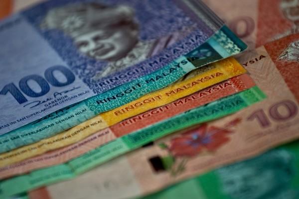 Billets de banque de la monnaie malaisienne, le ringgit, à Kuala Lumpur le 29 juin 2015. (Crédit : AFP PHOTO / MANAN VATSYAYANA)