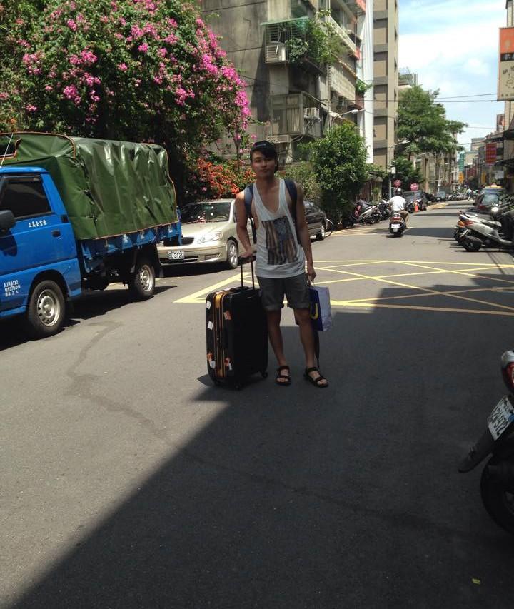 Howard prêt à prendre sa valise afin de poursuivre ses études ou travailler à l'étranger. (Copyright : Pierre Yves-Baubry)