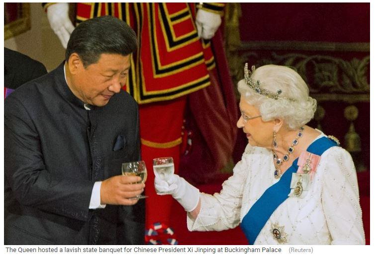 Le président chinois Xi Jinping trinque avec la Reine à l'amitié sino-britannique, lors d'un banquet à Buckingham Palace. Copie d'écran de Reuters, le 21 octobre 2015.
