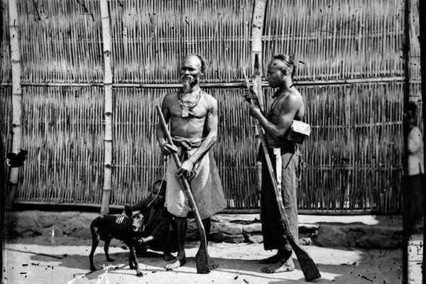 « Les chasseurs de Baksa » par John Thomson – Formose, 1971. (Copyright : John Thomson)