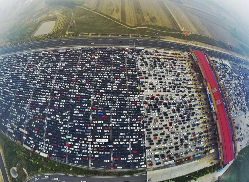 Embouteillages en Chine. Copié écran du site The Straits Times, le 14 octobre 2015.