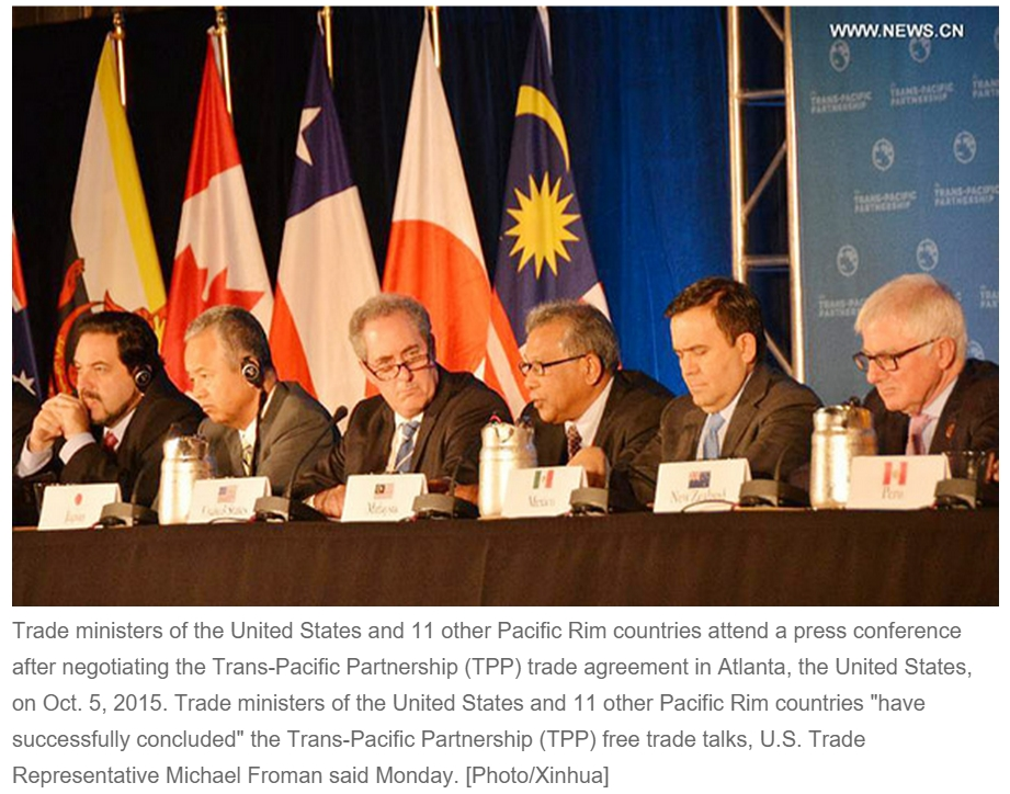 Aux Etats-Unis, 12 ministres du Commerce signent l'accord sur le Partenariat Transpacifique. Copie d'écran du China Daily, le 07 octobre 2015.