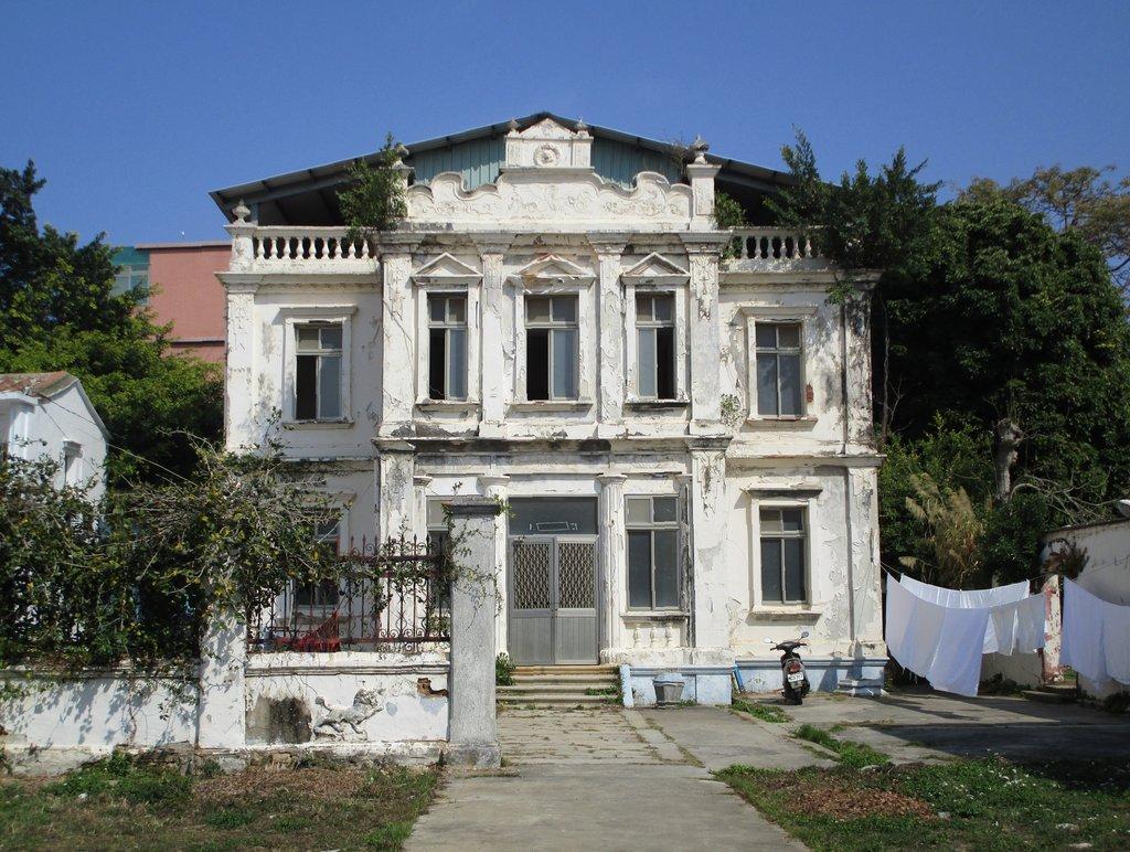 Une habitation de type occidental à Kinmen, qui témoigne de l'influence européenne exercée indirectement par la diaspora. (Crédit : Alexandre Gandil, janvier 2015)