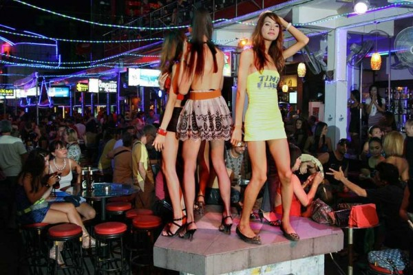Scène dans un nightclub de Patong. (Crédit : Vitaliy Ankov / RIA Novosti / AFP).