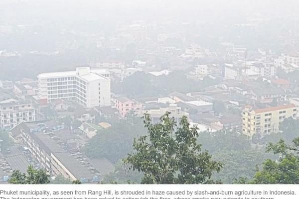 Le smog persiste sur l'île de Phuket en Thaïlande. Copie d'écran du Bangkok Post, le 8 octobre 2015.