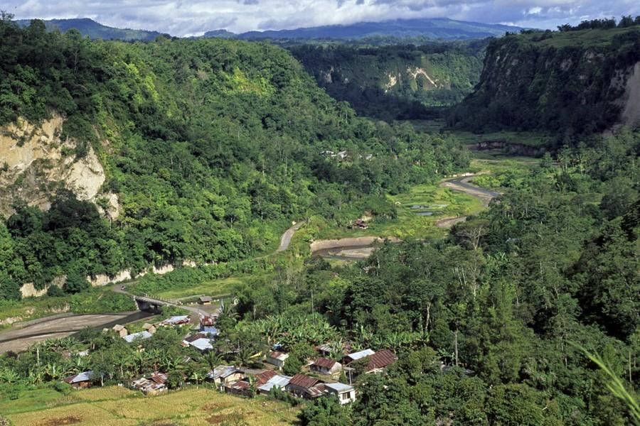 Vue aérienne de l'un des 74 000 villages d'Indonésie : ici, celui de Sianok. (Crédit : Wilfried Louvet/Biosphoto/AFP). Biosphoto / Wilfried Louvet