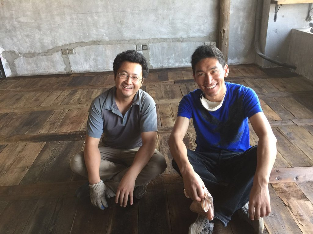 Les entrepreneurs Tsering Tashi (gauche) et Tsehua (droite).
