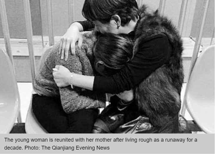 Une jeune Chinoise retrouve sa mère qui la croyait morte