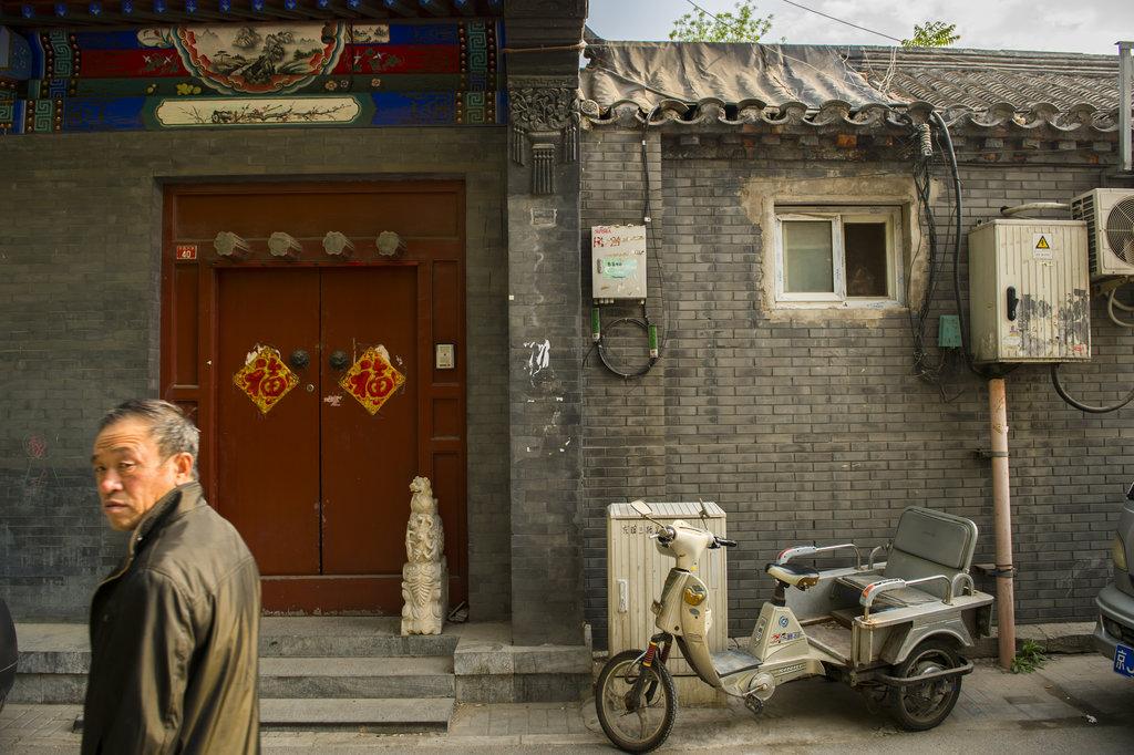 """Un """"hutong"""" ou ruelle en mandarin dans le centre-ville de Pékin. Ici, Dongsi Liutiao Hutong en avril 2014."""