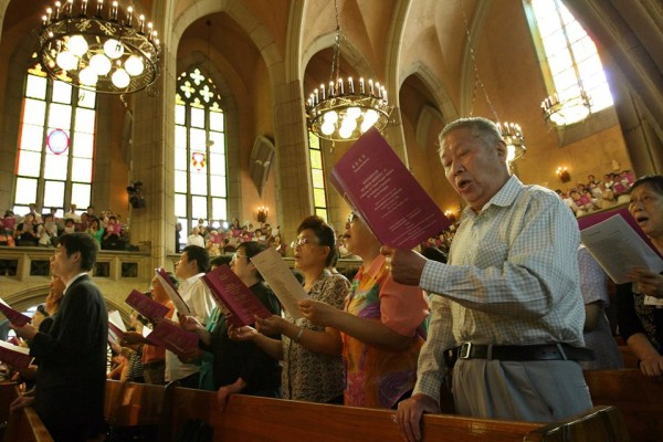 Protestant chinois durant le service de Thanksgiving à l'Eglise Pu-EN de Shanghai, le 8 octobre 2006.