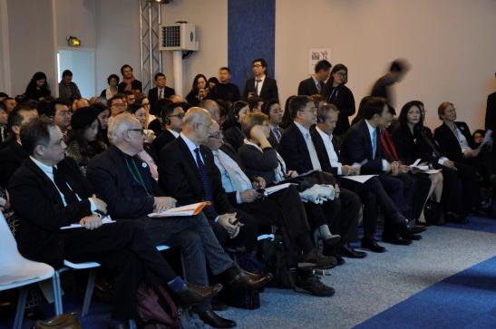 Le public participant à l'événement du Forum Chine-Europe lors de la COP21, le 1er décembre au Bourget.