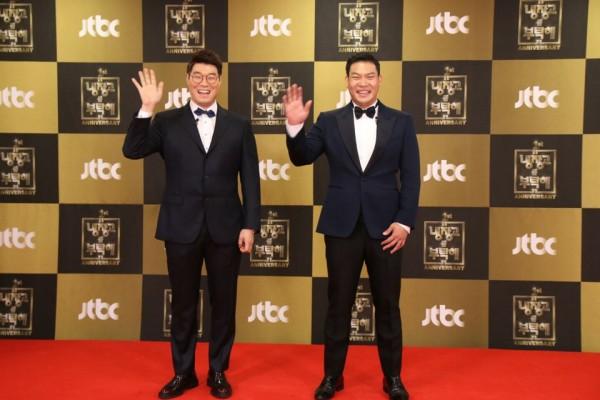 Le chef Chanoh Lee (à droite) à la remise des prix de la chaine JTBC.