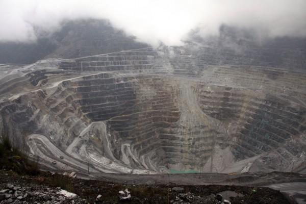 Le complexe minier de Grasberg, l'une des plus grandes réserves d'or et de cuivre au monde, située en Indonésie, dans la province de Papua, le 16 août 2013.