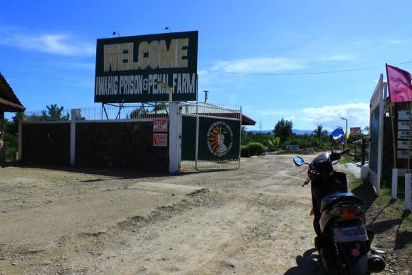 Entrée de la prison d'Iwahig aux Philippines.