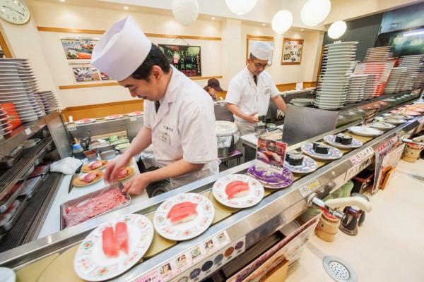 Restaurant de sushi à Tokyo, le 6 août 2015.