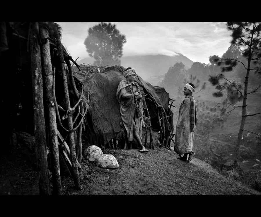 """Extrait de la série photo """"Living in the Midst"""" par Kishor Sharma, exposée au festival Photo Kathmandu du 4 au 9 novembre 2015."""