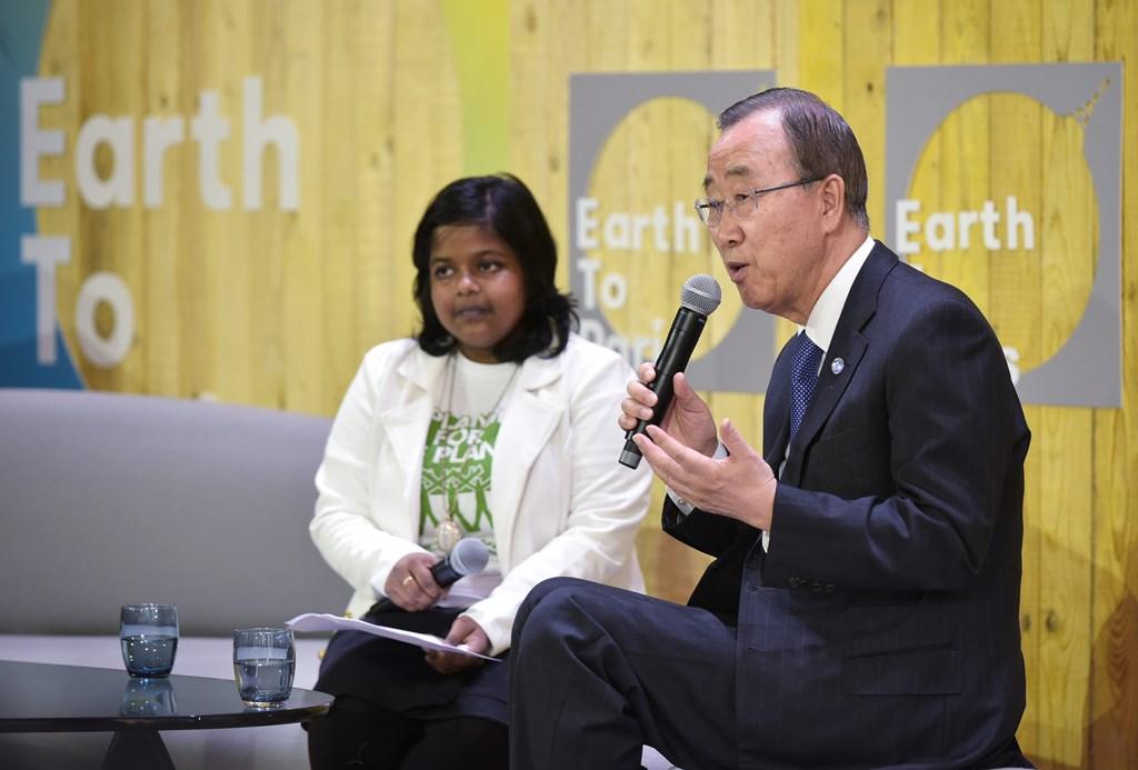 Le secrétaire général des Nations Unies Ban Ki-moon, s'exprime aux côtés de Yugarta Srivastava, la représentante pour l'Asie-pacifique de Tunza