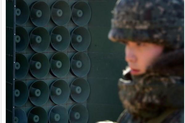 """Reprise des transmissions radiophoniques """"La voix de la liberté"""" sud-coréennes aux frontières entre les deux Corées"""