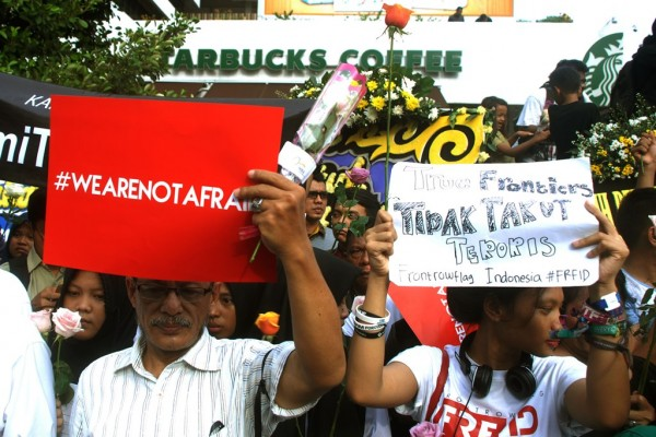 manifestation à Jakarta contre le terrorisme le 15 janvier 2016