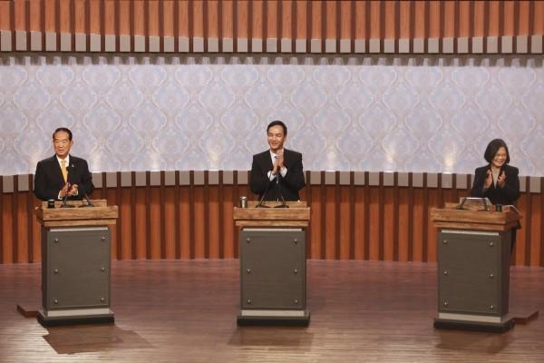 Les trois candidats à l'éléction présidentielle taïwanaise lors du débat télévisé du 17 décembre 2015.