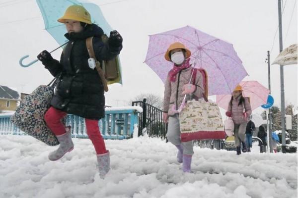 Fortes chutes de neige à Tokyo ce matin