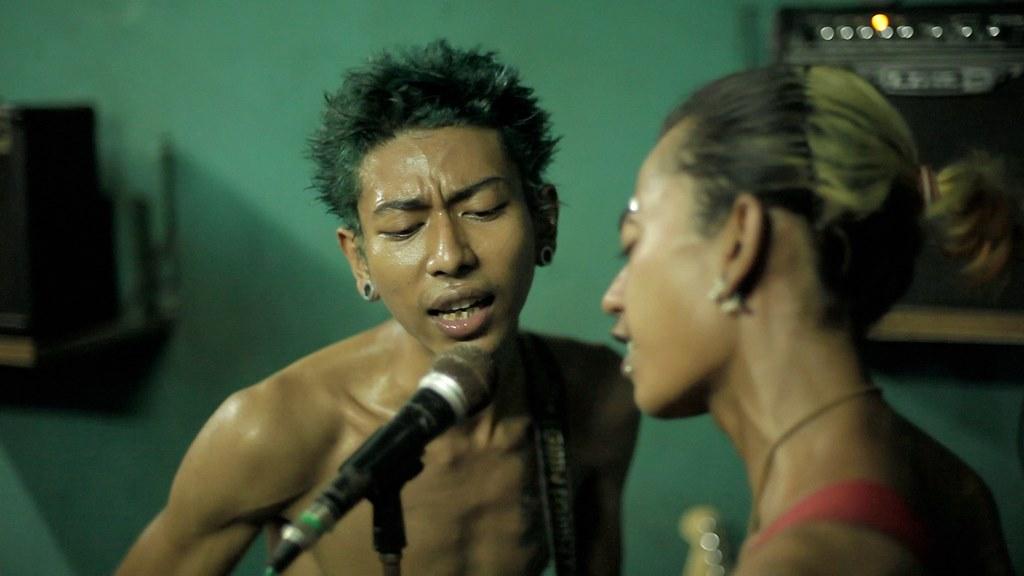 Kyaw Kyaw ici en répétition avec son groupe de punk-rock Rebel Riot