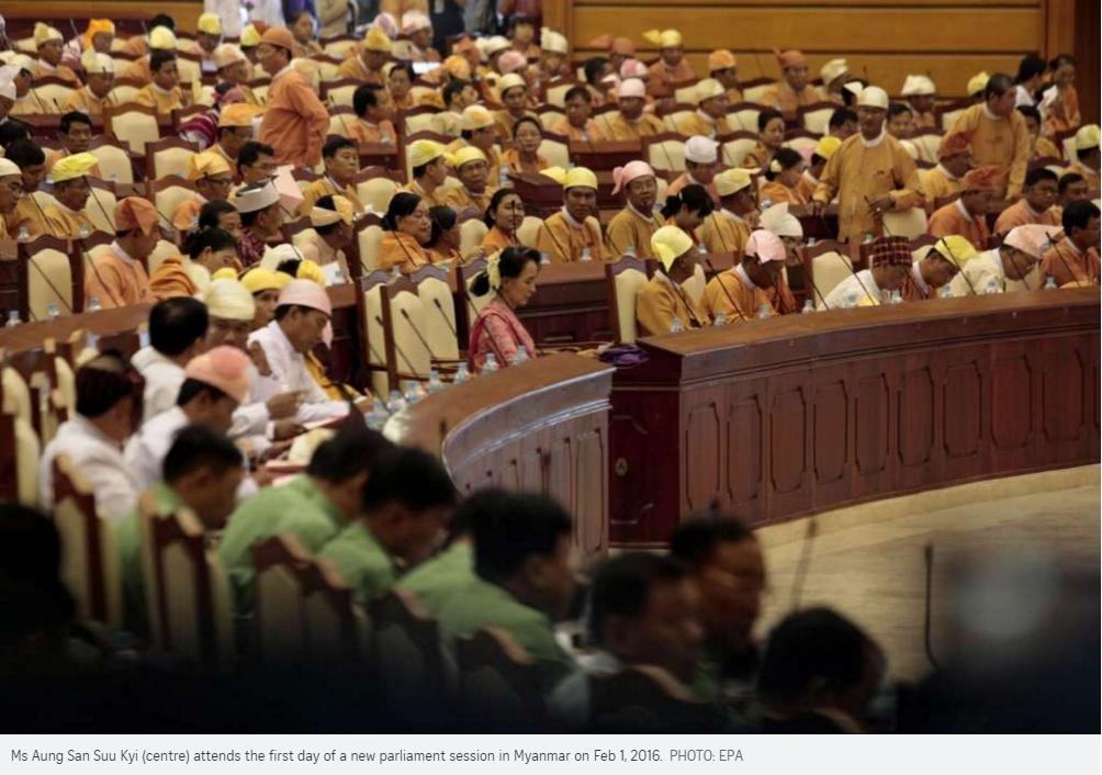 En Birmanie, le premier parlement presque entièrement élu démocratiquement a fait sa rentrée aujourd'hui.