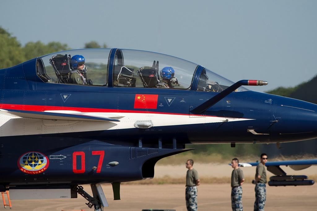 Un avion chasseur chinois J-10 prêt au décollage durant les exercices militaires conjoints organisés par la Chine et la Thaïlande, ici à Korat le 24 novembre
