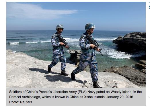 Des soldats de l'Armée Populaire de Libération chinoise patrouillent sur l'île de Woody au coeur de l'archipel des Paracels.