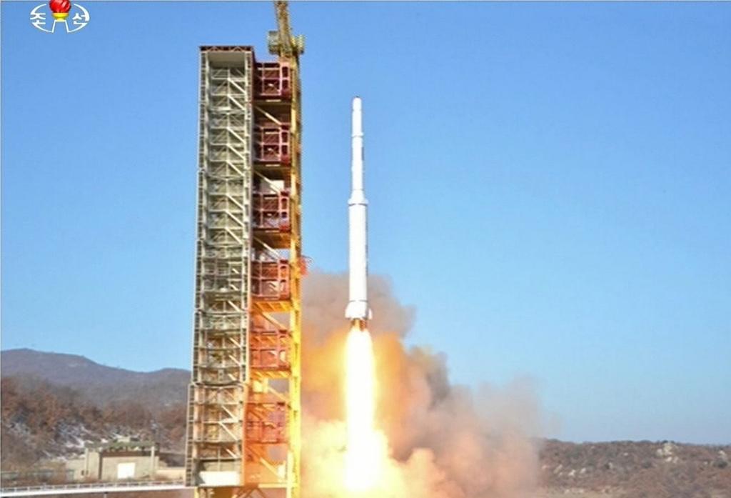 lancement par Pyongyang d'une fusée pour mettre en orbite Kwangmyong 4, un satellite d'observation de la Terre.