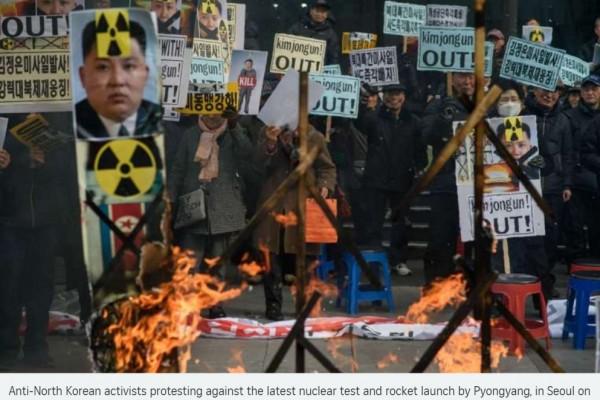 Des activistes coréens protestent contre le dernier tir de missile de Pyongyang